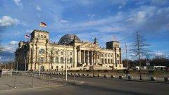 德国通过首部移民法?#23433;?#26696;?#20445;? />                     </div>                     <h3>德国通过首部移民法?#23433;?#26696;?#20445;?#25918;宽移…</h3>                     <p>据德媒12月19日报道,德国政府内阁于?#27604;?#36890;过了德国首部移民法草案。希望借此吸引更多国际技术人才,…</p>                 </a>                 </li> <li >                 <a class=